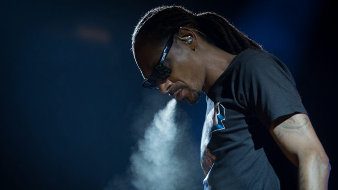 Snoop Dogg Reveals Rapper Is a Crypto Whale With Millions of Dollars in NFTs – Blockchain Bitcoin News